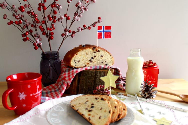 Julekake, gâteau de Noël brioché norvégien aux fruits secs et confits, parfumé à la cardamome