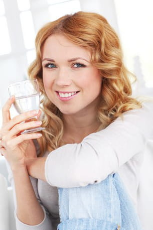 qu'elle soit plate ou gazeuse, l'eau ne suffit en général pas à rassasier.