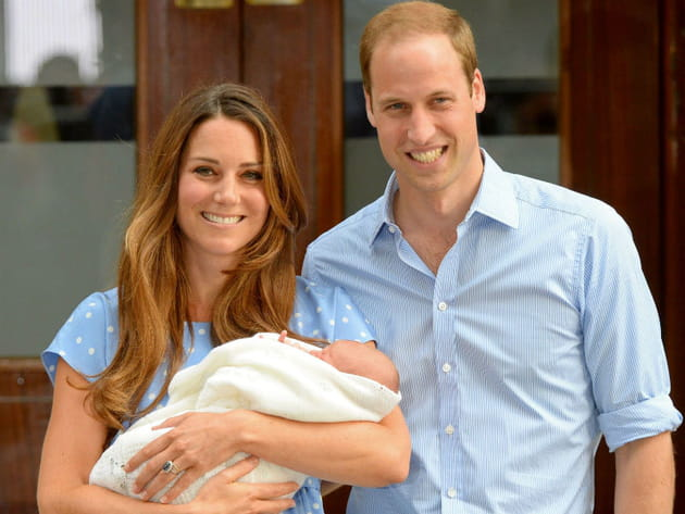 Kate, William et George à la sortie de la maternité