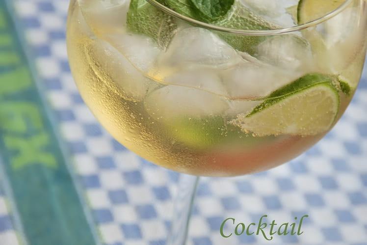 Cocktail Numajo au Prosecco, fleurs de sureau, menthe et citron vert