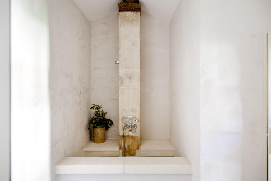 Salle de bains minérale