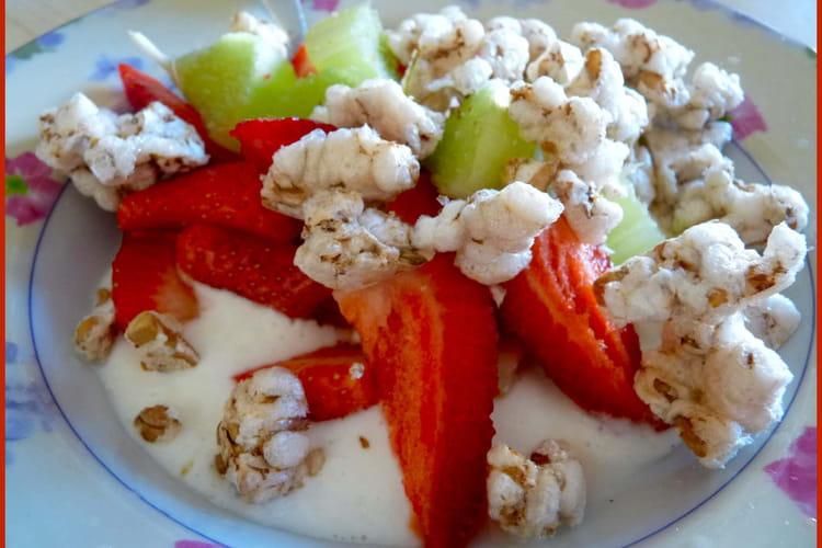 Petit-déjeuner acidulé fraise-rhubarbe