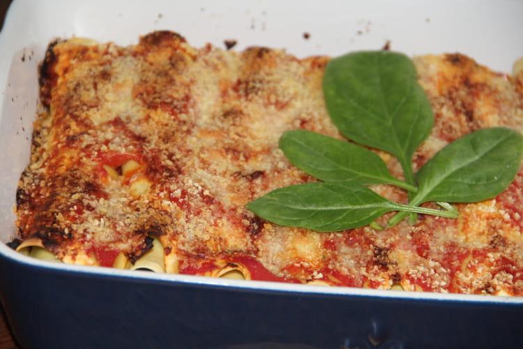 Cannelloni géants à la ricotta et aux épinards, sauce à la tomate