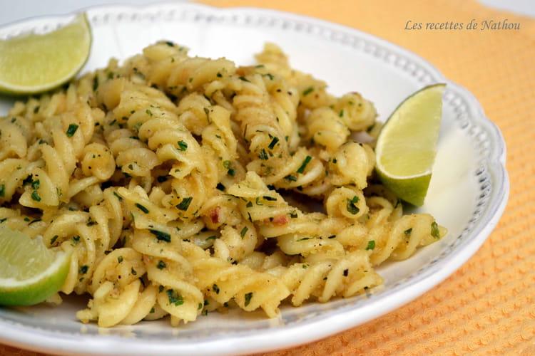 Pâtes Spirelli à la chapelure à l'ail, fines herbes et citron vert