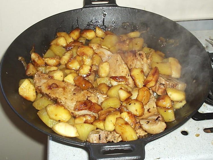 Recette de r ti de porc et ses 2 pommes la recette facile - Cuisiner rouelle de porc en cocotte minute ...
