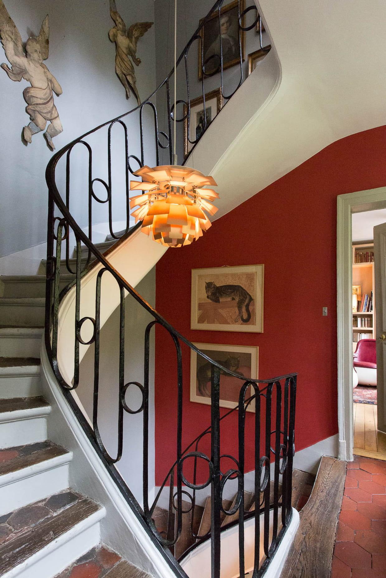 duo de couleurs dans la cage d 39 escalier. Black Bedroom Furniture Sets. Home Design Ideas