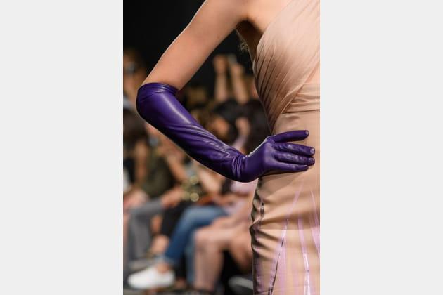 Les longs gants rétro du défilé Georges Chakra