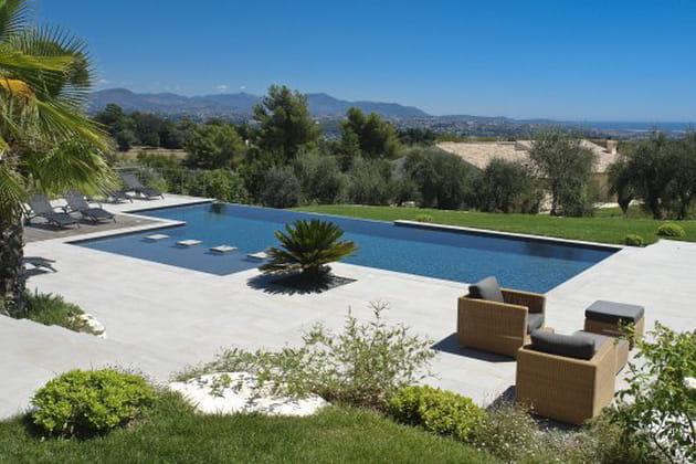 Une piscine en b ton arm monobloc tout confort - Forum piscine diffazur ...