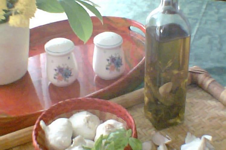 Huile d'olive parfumée au basilic et à l'ail