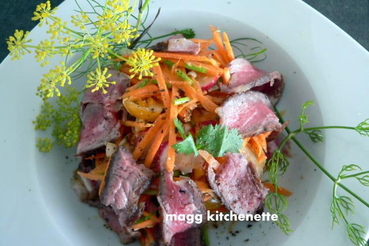 Salade aux crudités et rumsteak