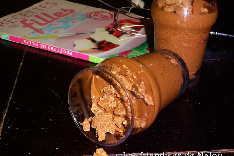 Mousse au chocolat et croustillant praliné