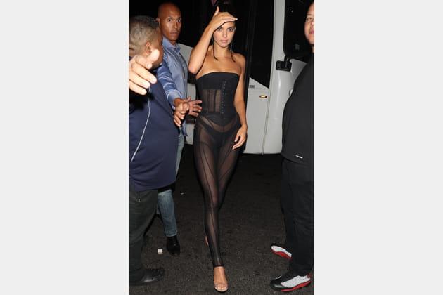 Kendall Jenner en tenue de lingerie sculptante
