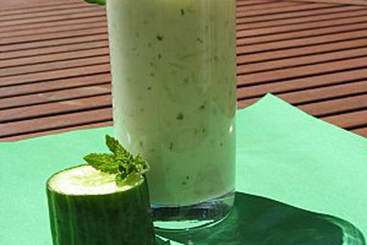 Soupe froide au concombre et à la menthe