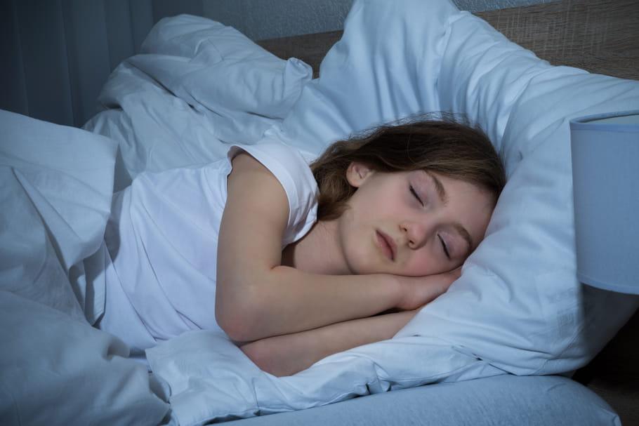 Combien d'heures de sommeil a besoin un enfant selon son âge ?