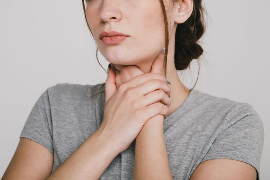 Symptômes du Covid-19 : rhume, toux, durée, que faire ? - Le Journal des Femmes