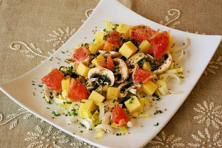 Salade d'endives, de champignons et de pamplemousse rose au comté et aux graines de sésame