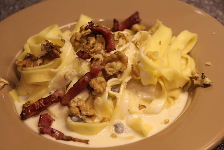 Tagliatelles aux fromages et noix
