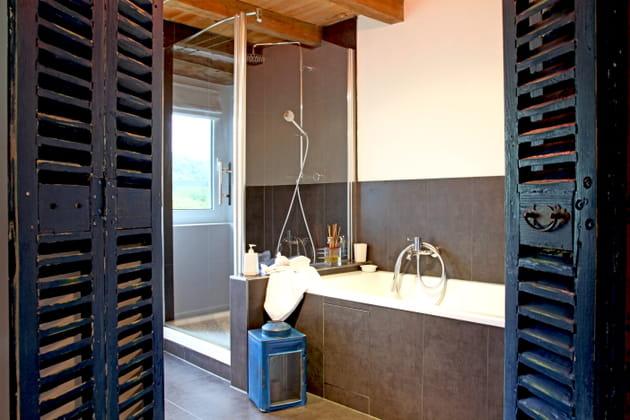 Une porte de salle de bains récup'
