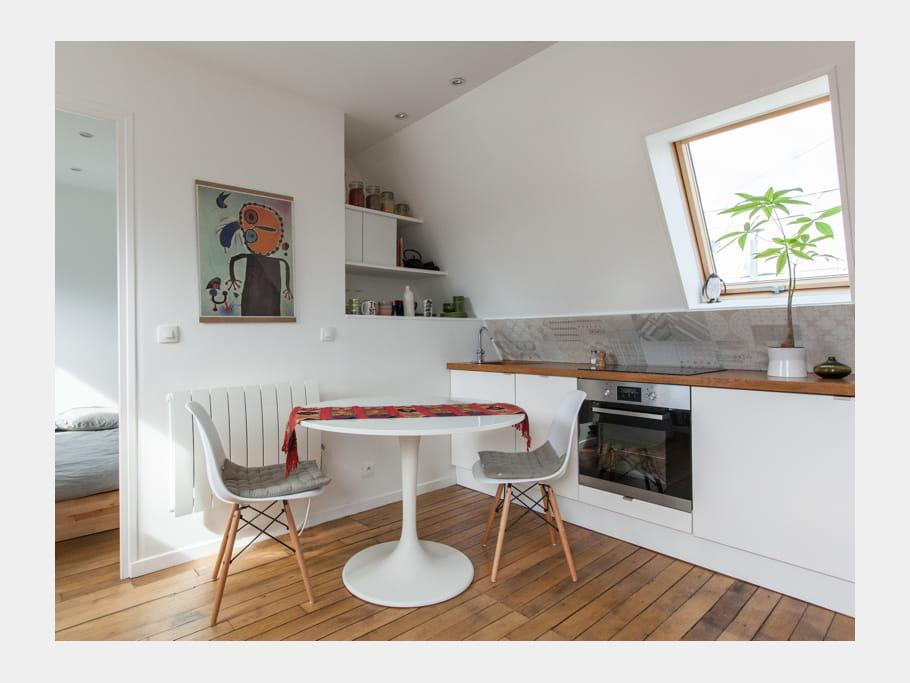 une cuisine ouverte gain de place 40 cuisines ouvertes pratiques et esth tiques journal des. Black Bedroom Furniture Sets. Home Design Ideas