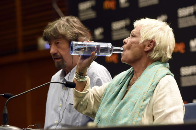 Judi Dench s'hydrate