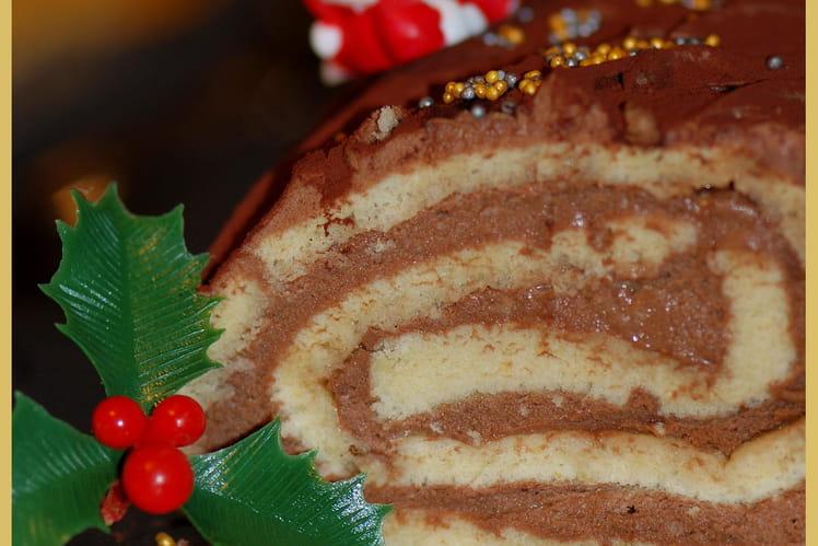 Bûche de Noël roulée au chocolat noir et imbibée de sirop vanille