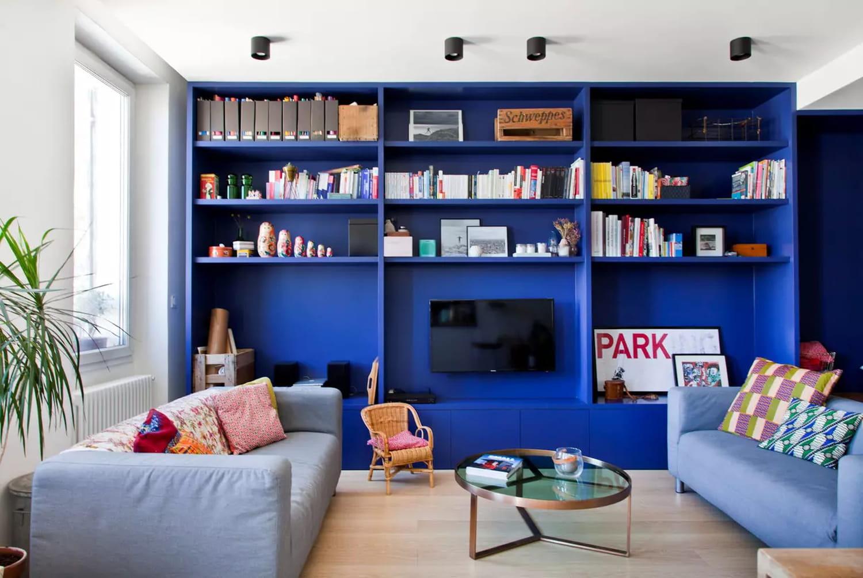 Salon bleu: comment adopter cette couleur plus tendance que jamais?