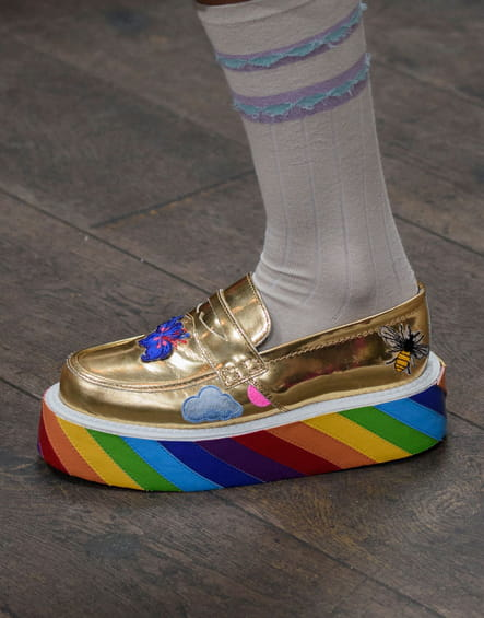 Les creepers rainbow du défilé Manish Arora