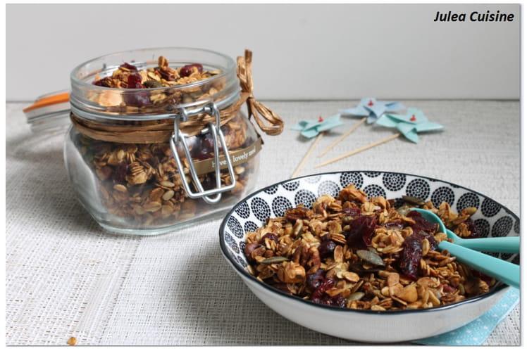 Granola maison aux cranberries, noix de pécan
