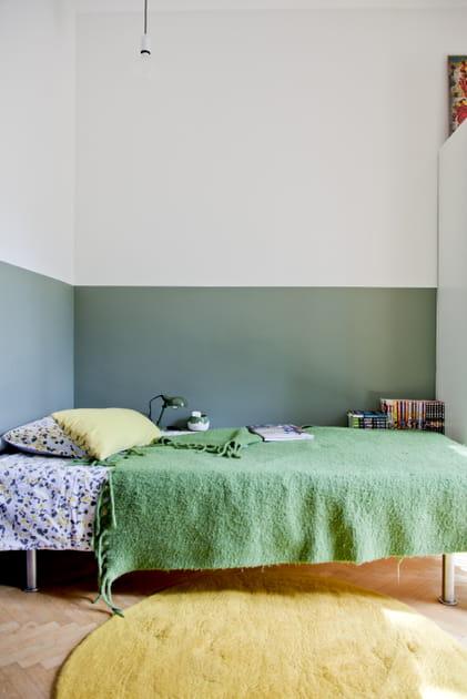 Une chambre d'adulte en vert