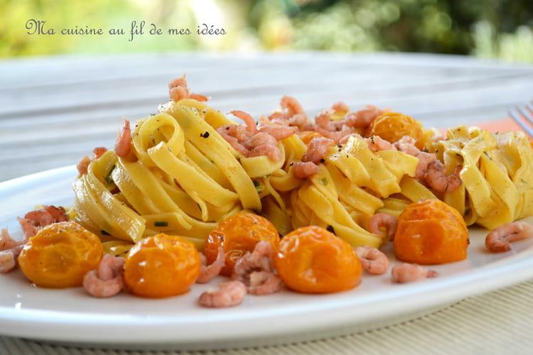 Tagliatelle au curry et paprika, tomates cerise confites et crevettes grises