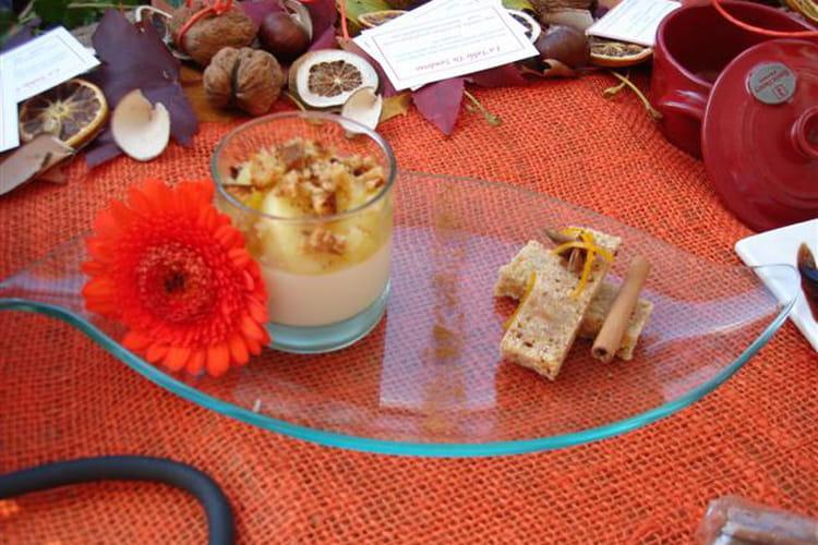 Panna cotta vanille, poêlée de pommes à l'orange, brisures de pain d'épices