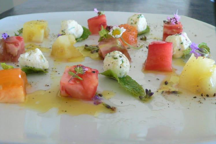 Dés de tomates anciennes et ses billes de fromage frais