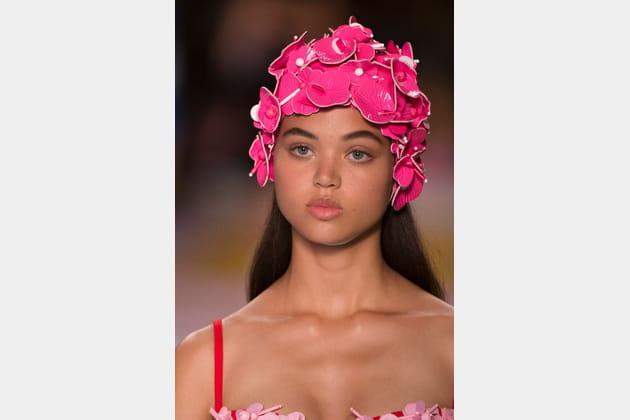 Le Bonnet De Bain Fleurs 3d Du Defile Miu Miu