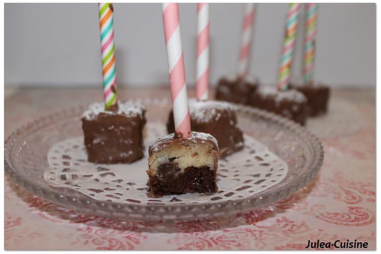 Brownie et pâte à cookie façon cake pops