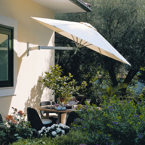 un parasol comme sur une terrasse. Black Bedroom Furniture Sets. Home Design Ideas
