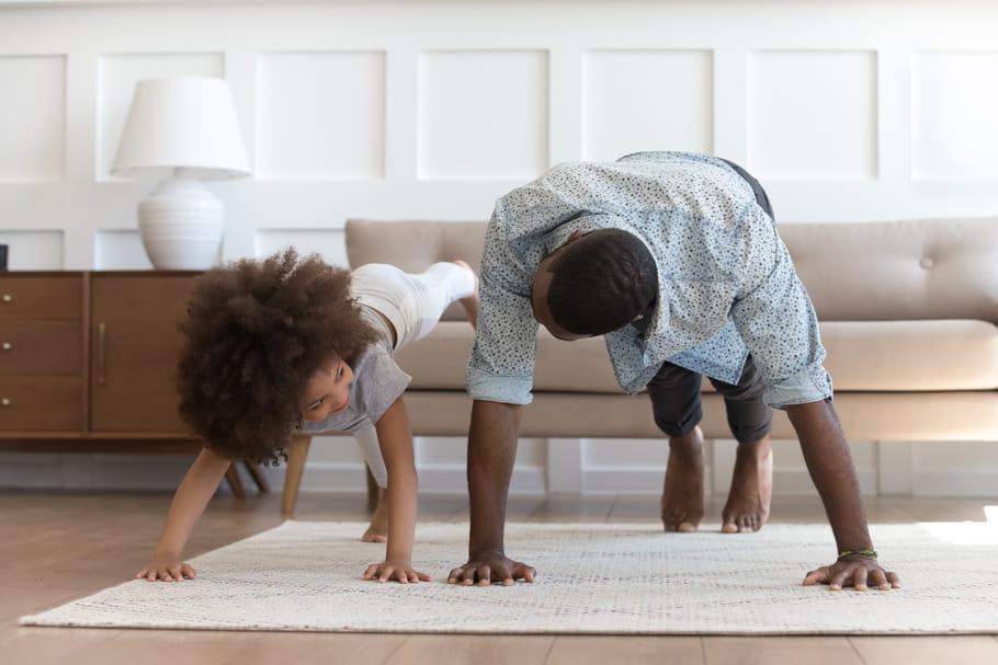Sport à la maison avec les enfants: 8idées à tester en confinement