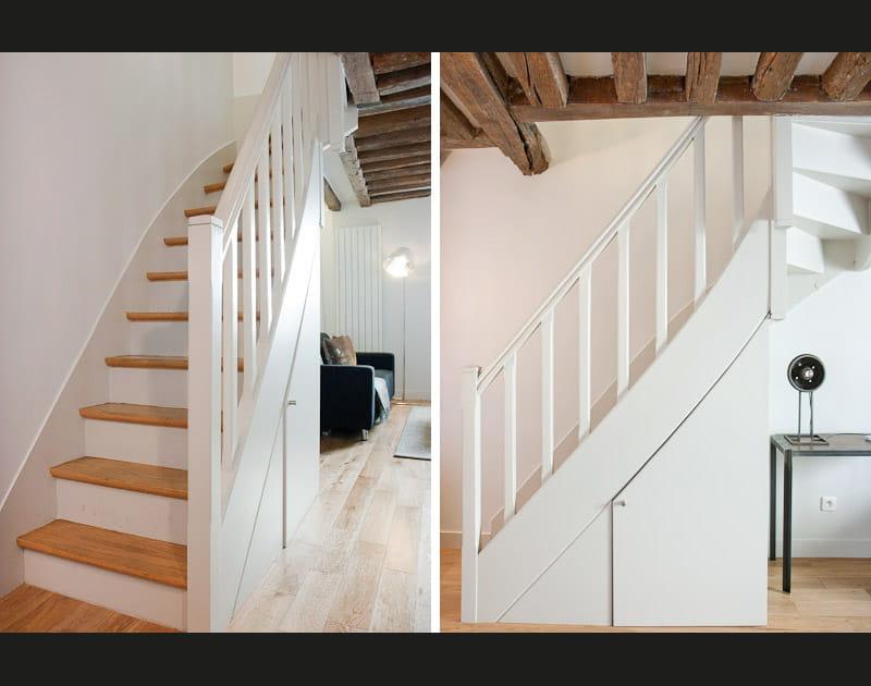 Un escalier qui dissimule un placard
