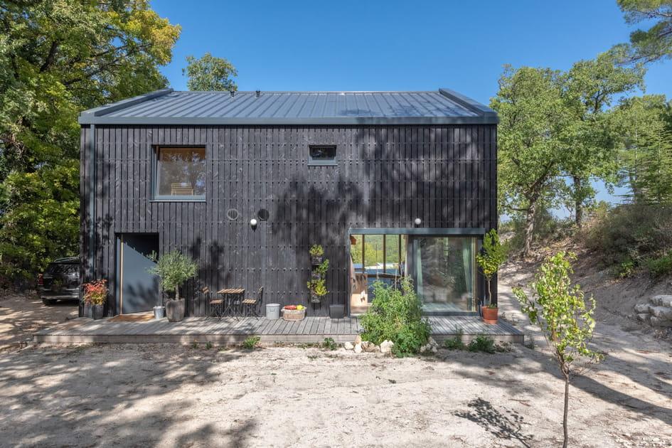 Une maison chaleureuse bardée de bois Shou Sugi Ban