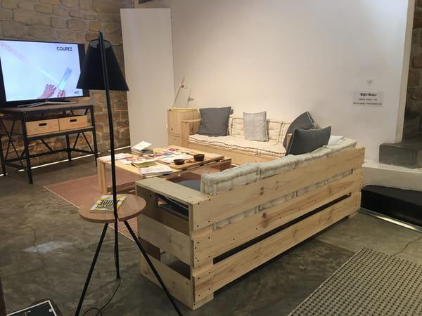 Canapés et table basse en palettes de bois lucas lauer journal des femmes
