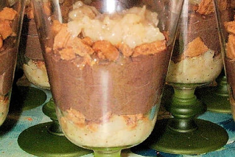 Mousse au chocolat noir sur compotée de poires épicées