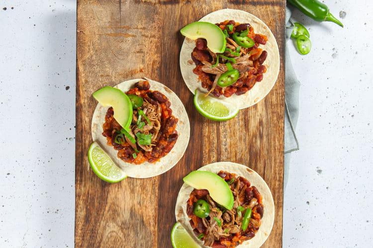 Tacos de chevreau confit, haricots rouges et avocats