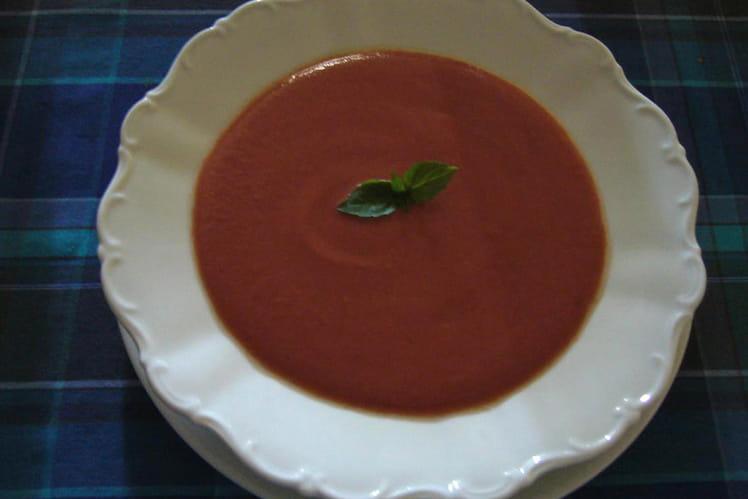 Soupe froide de tomate à la provençale