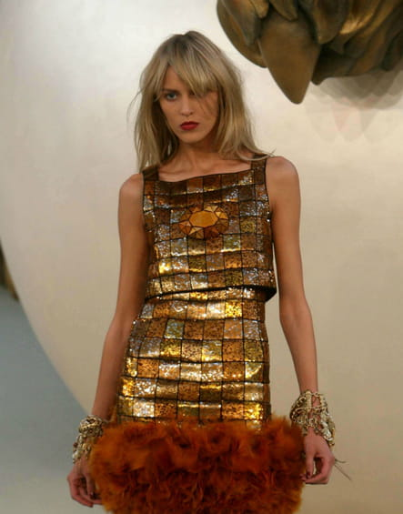 La robe crinière de lion du défilé Chanel haute couture automne-hiver 2010-2011