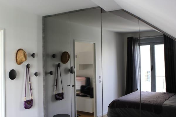 placards-facades-miroir-agrandir-chambre