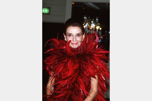 Audrey Hepburn en robe à plumes