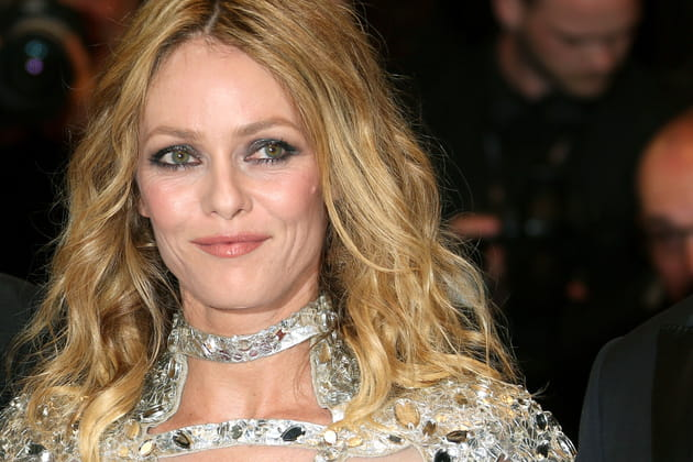 Vanessa Paradis: les cheveux blonds bouclés