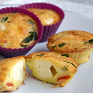 mini quiches à la pancetta, tomate, basilic et babybel