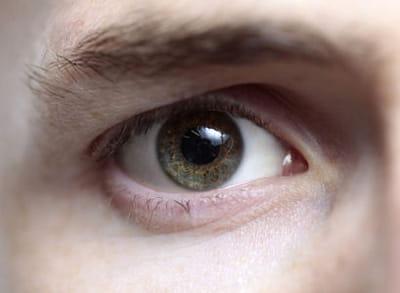 les femmes préfèrent les hommes aux yeux verts à 37%.