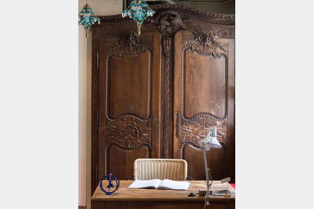 Un bureau dans un décor à l'ancienne