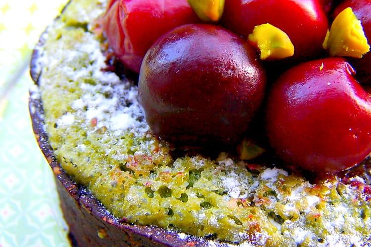 Tartelettes gourmandes chocolatées, saveur pistaches et cerises
